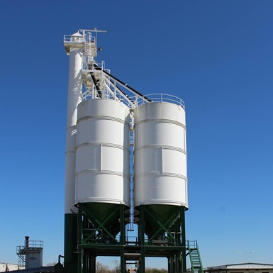 A side view of an APPCO Frac Site Sand Silo Proppant