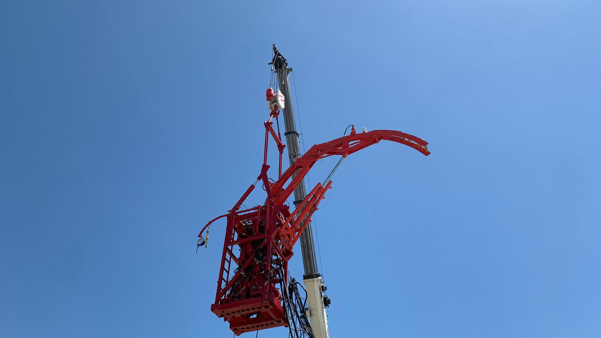 Hydra Rig HR-6120 Injector against a blue sky