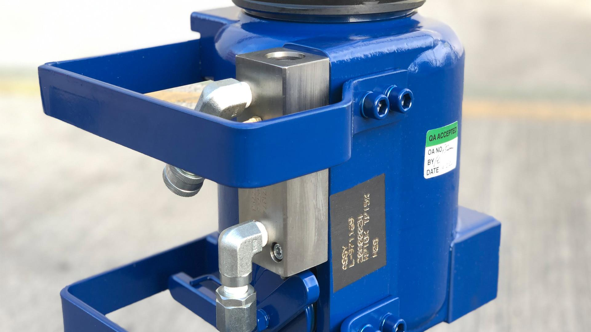 Hydraulic Tool Trap with External Indicator