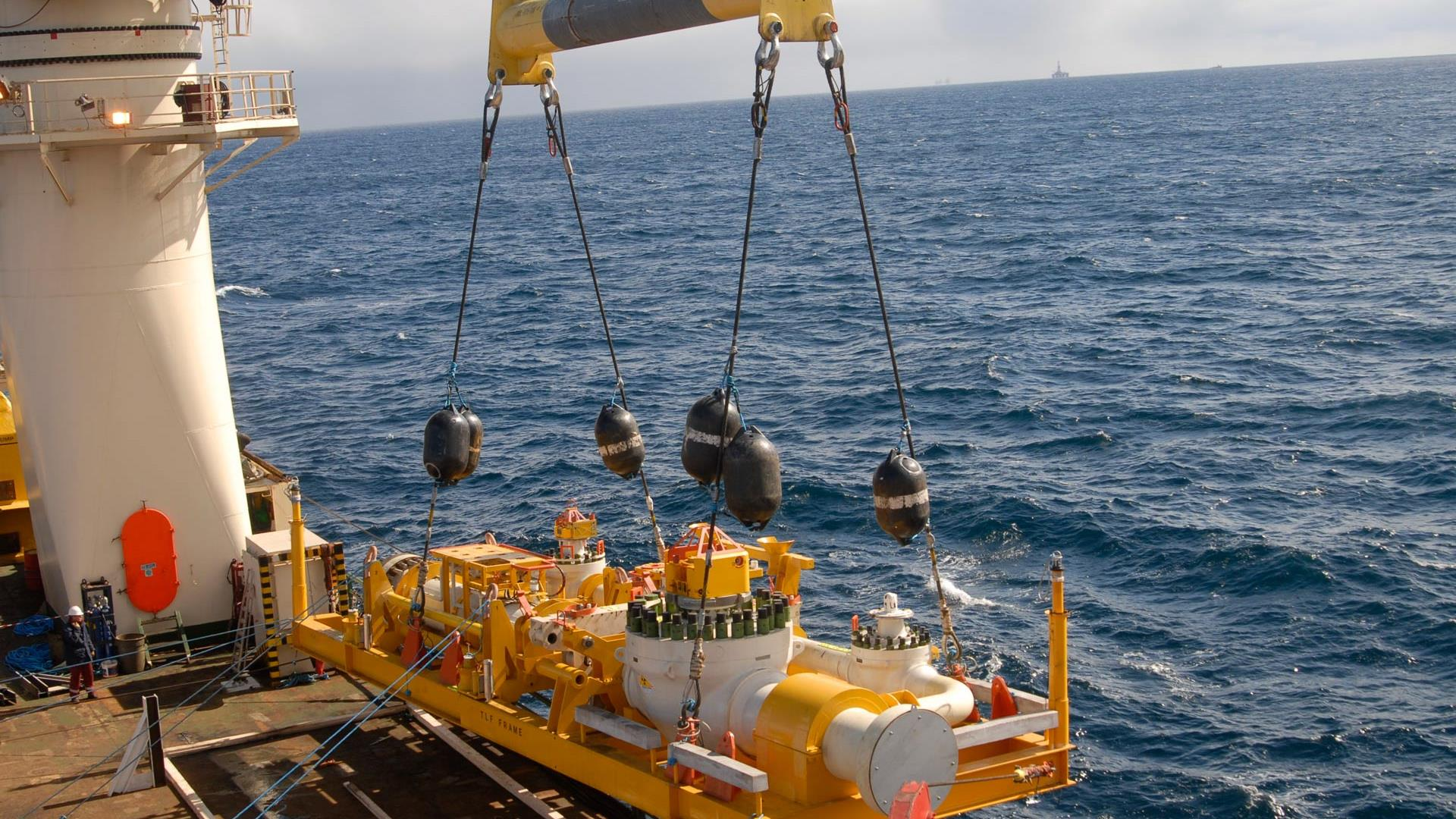 Subsea pipeline structure being deployed from an offshore platform