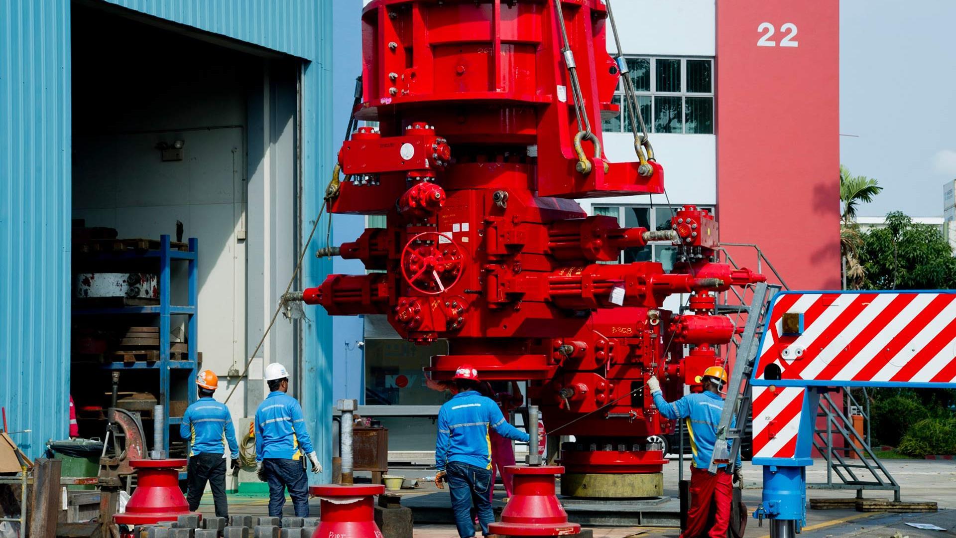 Service and repair of pressure control equipment