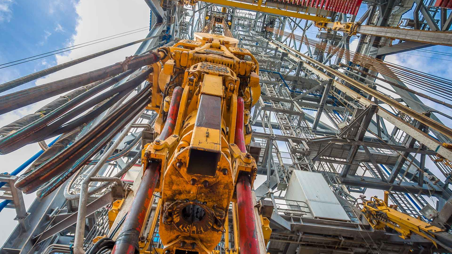Looking up at TDX-1250 Top Drive from drill floor