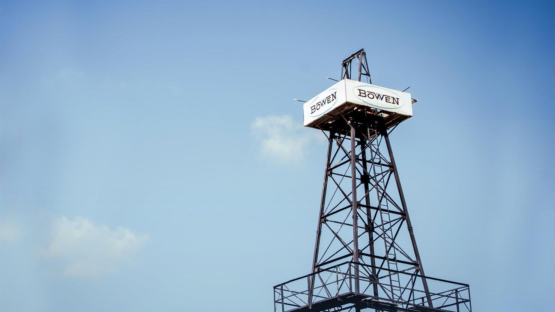 Bowen rig against a blue sky