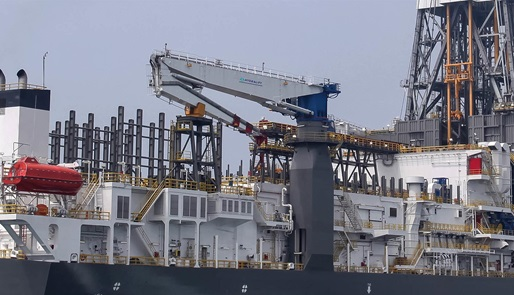Hydralift Knuckleboom crane on an offshore drilling rig