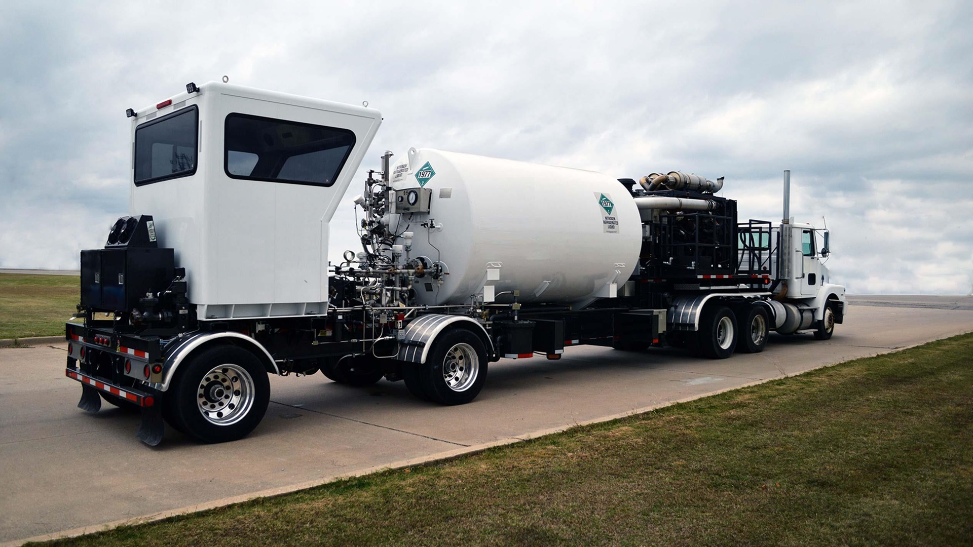 Image of a Genesis Automatic Nitrogen Pumping Truck