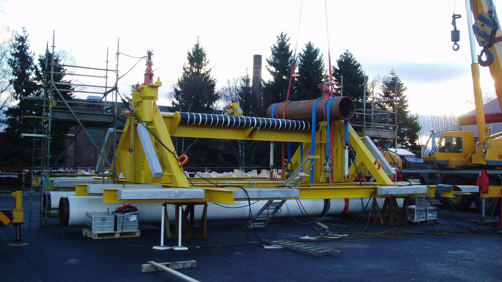Active pipeline support for subsea production systems