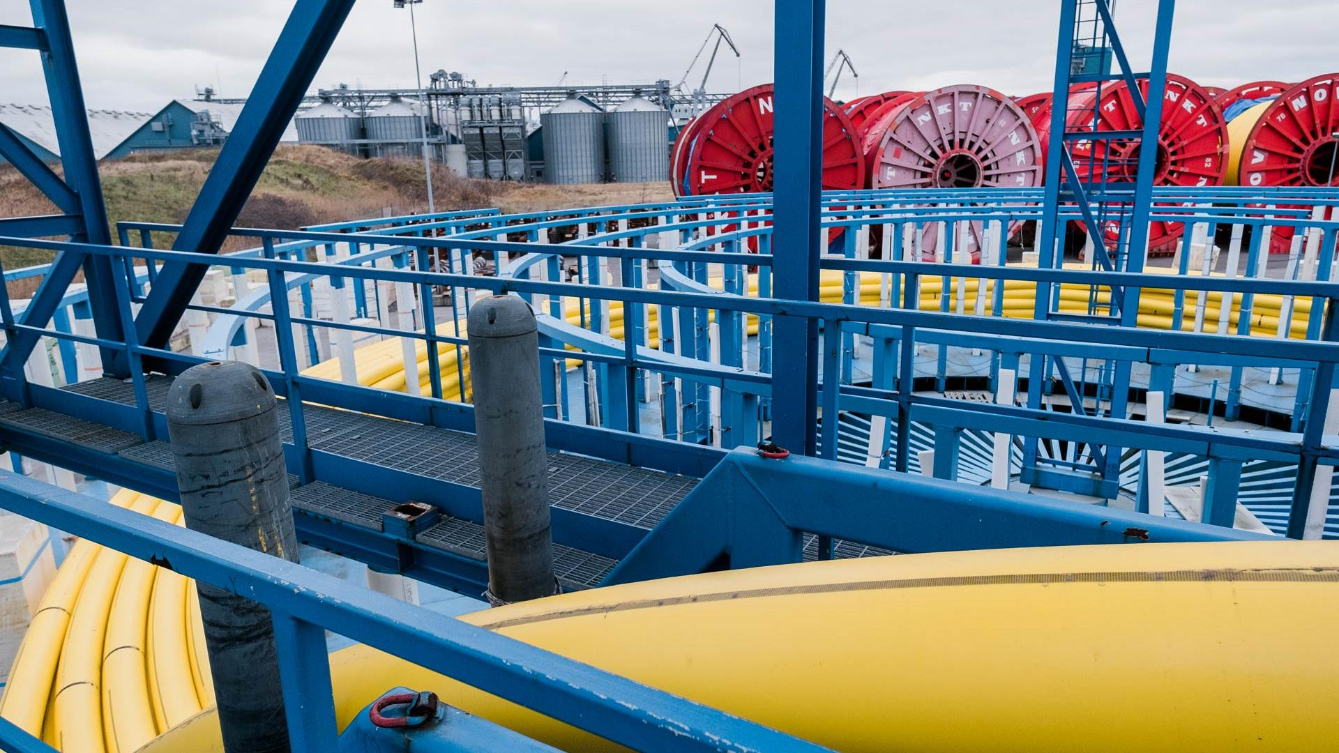 Flexibles subsea pipe loadout on an overcast day in Kaldunborg, Denmark