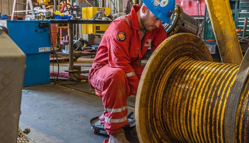 Service and repair of crane winch drum