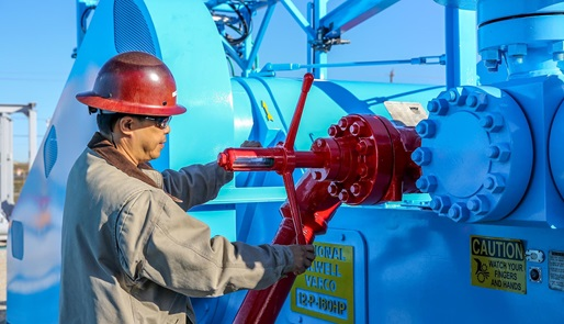 Technician working with drilling fluid end expendables